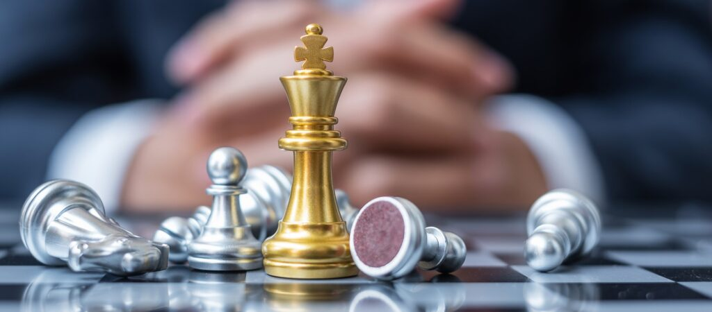 jeu d'échecs, roi trimphant, se démarquant des autres par sa couleur